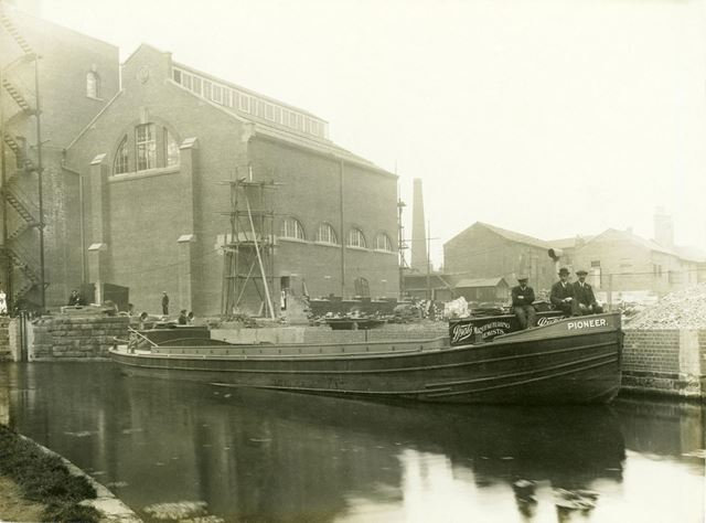 Boots the Chemist's barge 'Pioneer' on the Nottingham Canal at the Island Street factory 1916