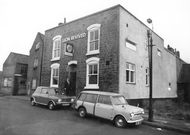 Lion Revived public house, Robinson's Hill, Bulwell, 1995