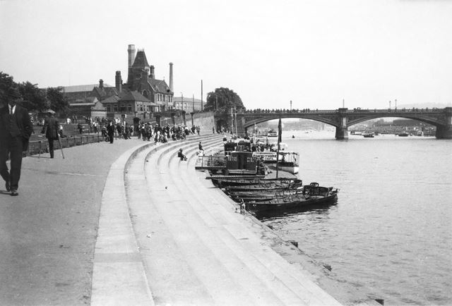 Leisure boats at the Victoria Embankments of the River Trent, Trent Bridge
