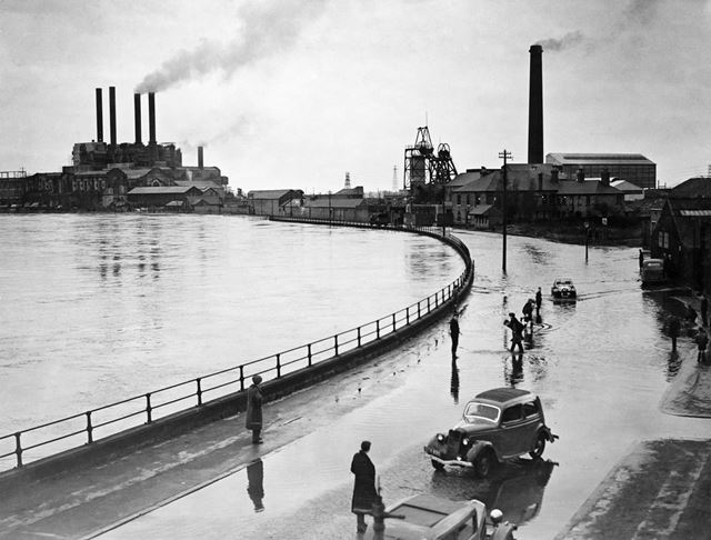 Wilford Power Station and Clifton Colliery in the 1947 Floods, River Trent