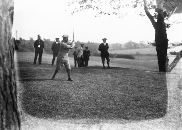 Bulwell Hall Park - Men playing golf on the Golf Links