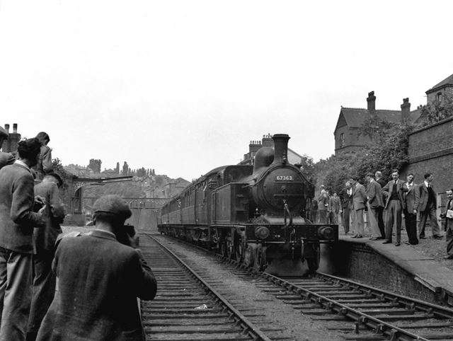 The last train (loco no. 67363) through Thorneywood Station - The Nottingham Suburban Railway