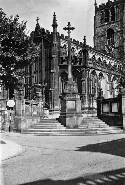 St Mary's Church and War Memorial, High Pavement