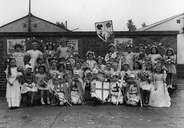 Cast of the pageant, Collygate infants' school, Collygate Road, Meadows, 1953