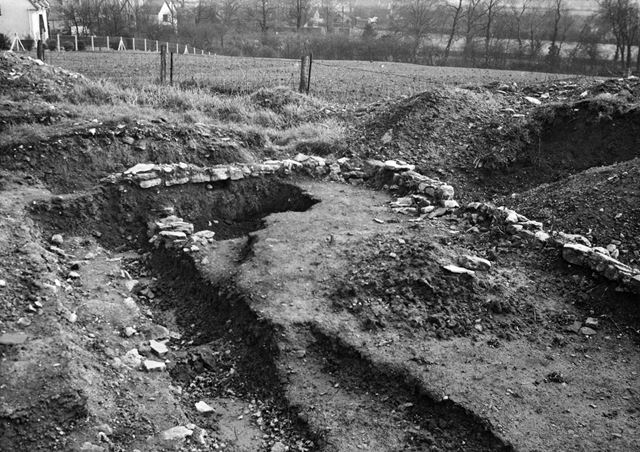 Castle Hill Excavations, Thurgarton, 1954