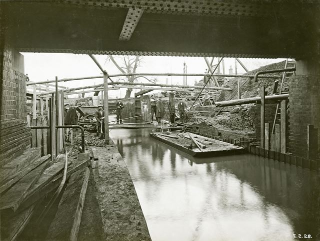 Construction work at the Wollaton Road Bridge, Wollaton Road, Wollaton, Nottingham, 1928