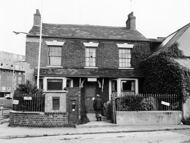 Basford Post Office, Lincoln Street, Basford, Nottingham, 1975