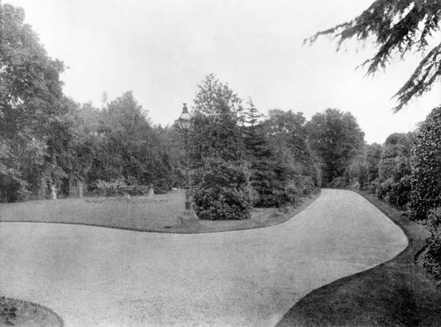 The Oaks - Carriage drive, Broadgate, Beeston, 1911