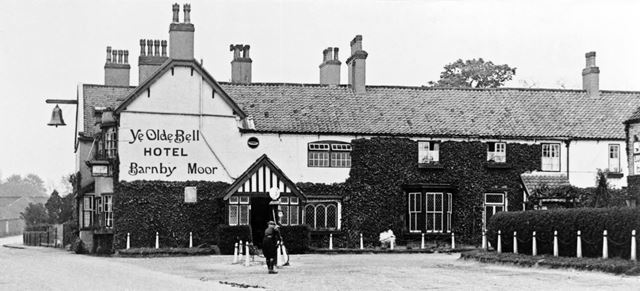 'Ye Olde Bell' hotel, Old Great North Road, Barnby Moor, c 1920