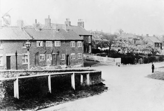 Nags Head and Cottages, Main Street, Lambley, c 1900