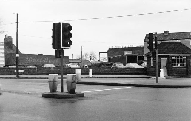 Public Weighbridge at 41A-42 Chettle's Yard, from Wollaton Road, Radford, Nottingham, 1977