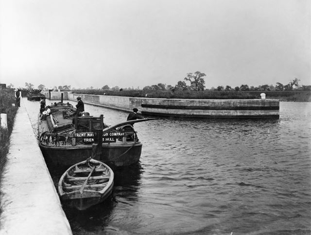Cromwell Lock on the River Trent, Cromwell, c 1915