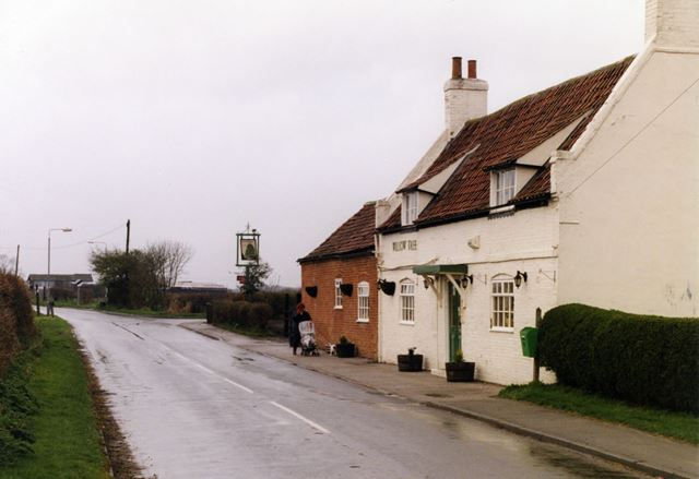 Willow Tree Pub, Newark Road, Barnby in the Willows, Nottingham, 1998