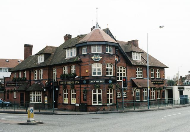 Trent Bridge Inn, 2 Radcliffe Road, West Bridgford, November 1998