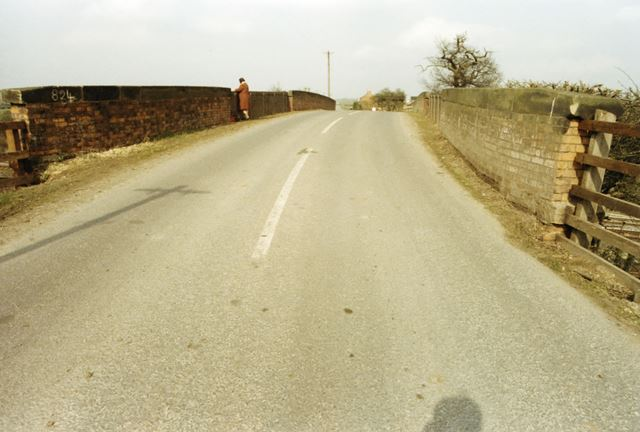 Railway bridge on Stanford Road, Normanton on Soar, 1985