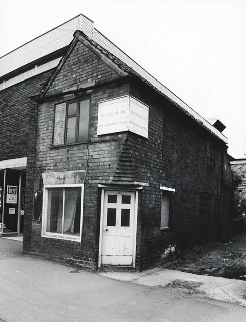 'White Elephant Shop, Main Road, Radcliffe on Trent, 1977