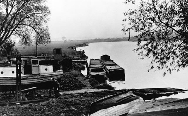 Landing stage on the River Trent, Radcliffe on Trent, undated